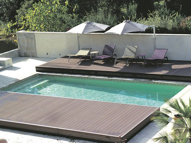 le pooldeck d 39 azenco une terrasse mobile pour habiller sa piscine avec legance. Black Bedroom Furniture Sets. Home Design Ideas