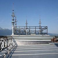 Rénovation à l'ancienne d'une toiture et de ses ornements en zinc pour un monument classé