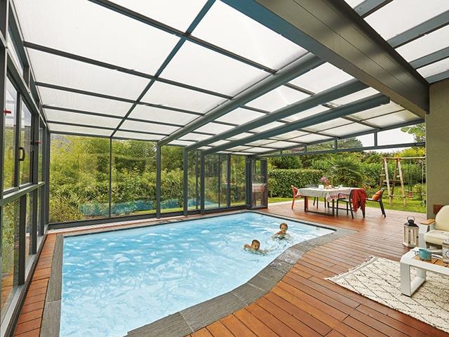 Créer une pièce en plus avec votre abri de piscine adossé !