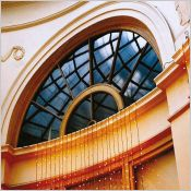 Fenêtre Camille style Versailles - Fenêtre bois noix et gueule de loup