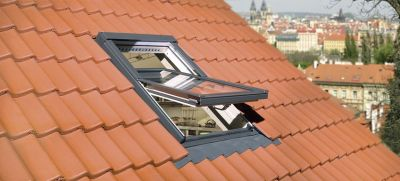 Fenêtre bois à rotation électrique Z-Wave - Fenêtre de toit à rotation