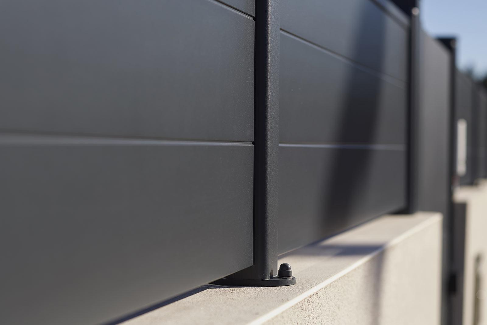 Modèle Karantan  - Portail clôture aluminium contemporain