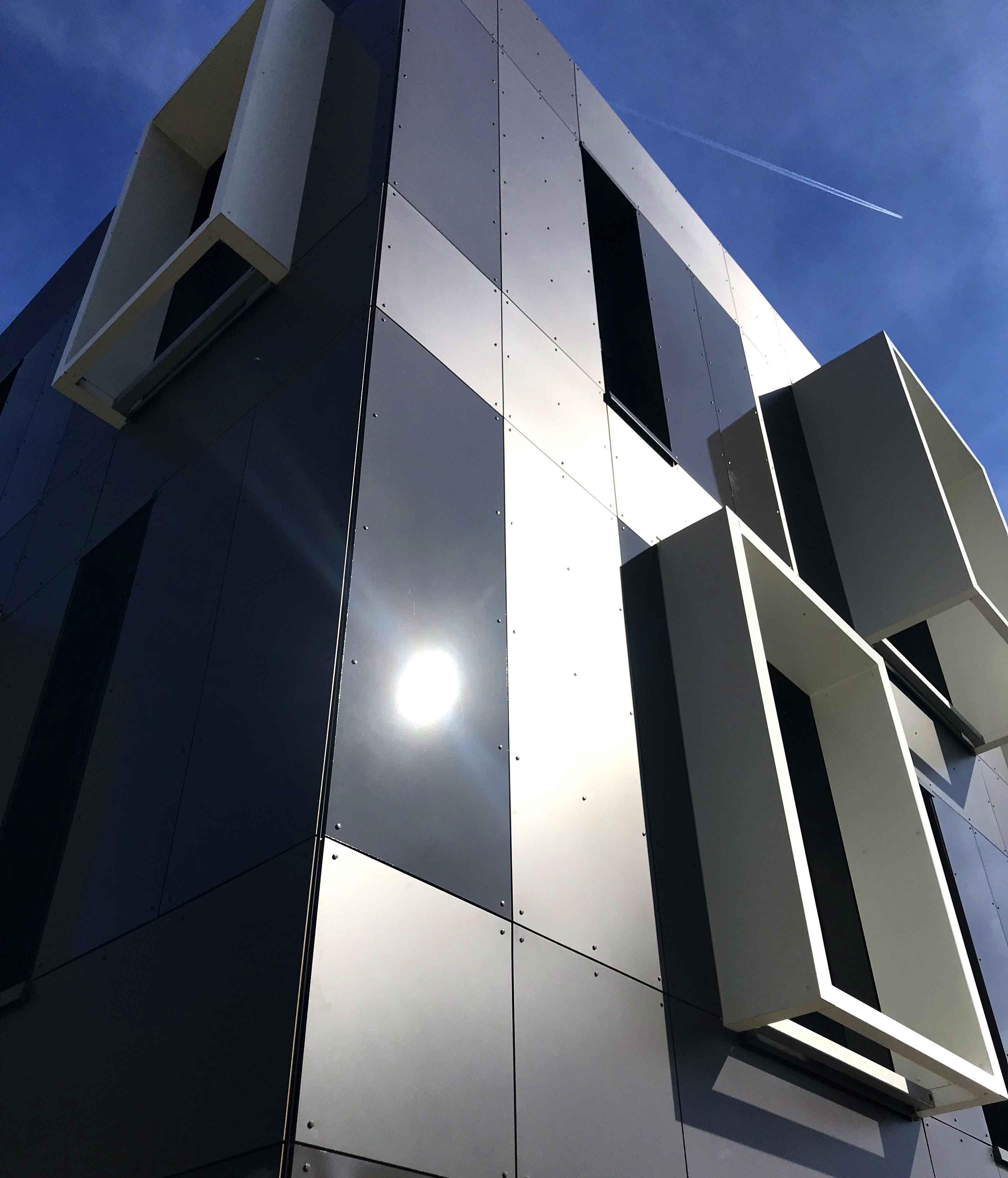 Panneau de façade labélisé biosourcé finition brillante   Max  Exterior Surface NG (GLOSS)  - Panneau biosourcé en stratifié compact